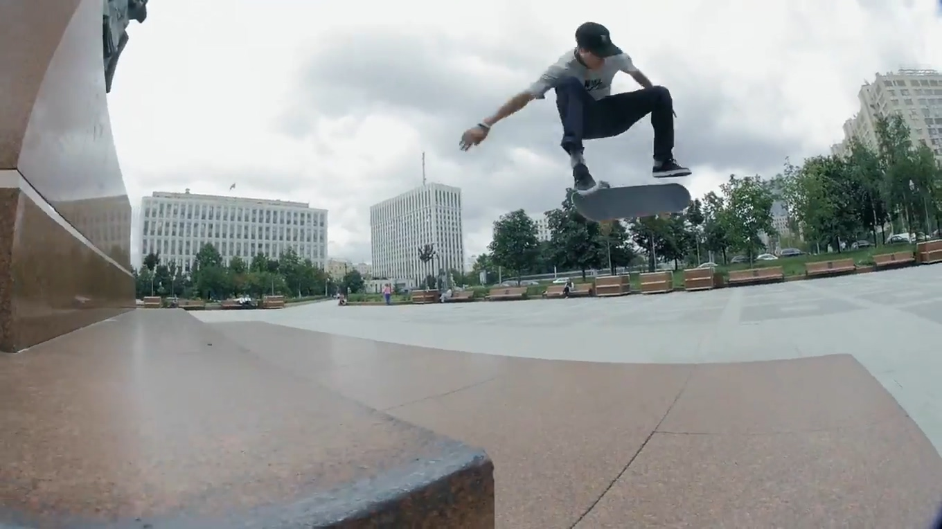 Egor Kaldikov and Friends Skate the Streets of Moscow.mp4_20170321_084841.508