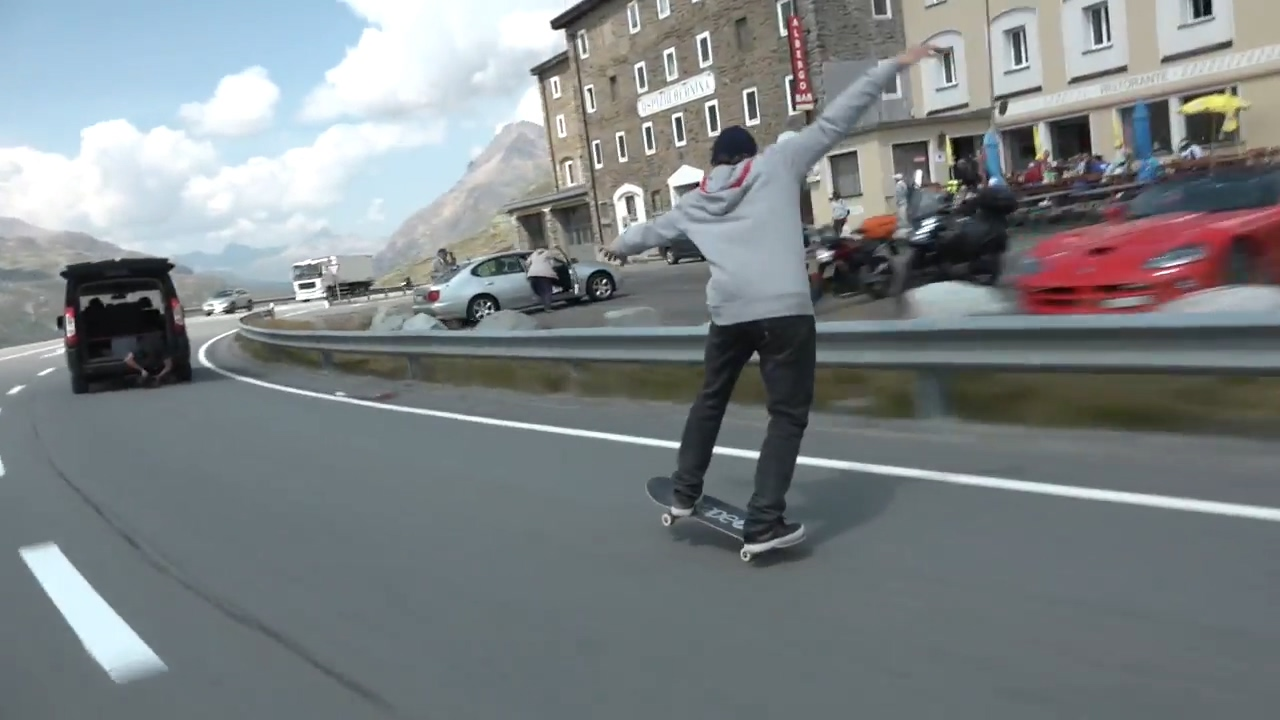 Is this the longest manual on a street skateboard ever.mp4_20170901_114856.288